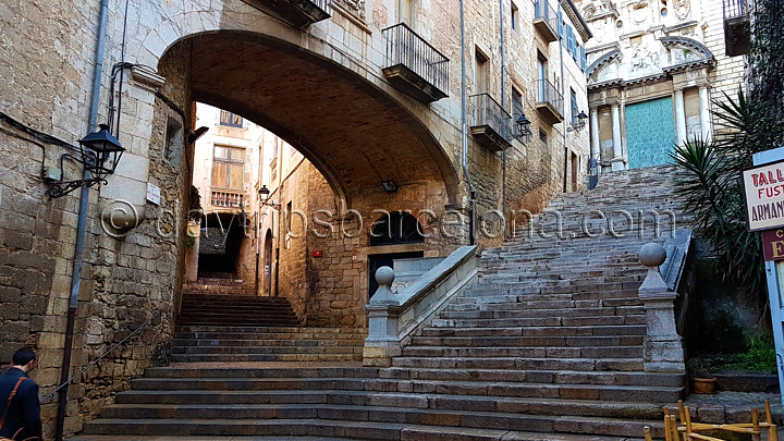 Gothic area Girona. Half-day Tour to Girona from Barcelona